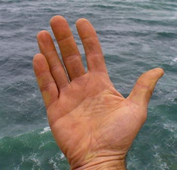 hand_and_water